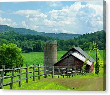 Canvas Print featuring the photograph Vermont Welcome by Elaine Franklin