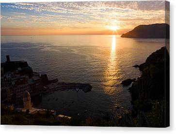 Canvas Print featuring the photograph Vernazza Sunset - I by Carl Amoth