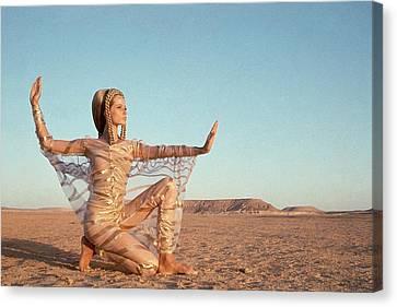 Veruschka Von Lehndorff Posing In A Desert Canvas Print by Franco Rubartelli