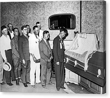Veterans View Advocate's Body Canvas Print by Underwood Archives