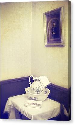 Victorian Wash Basin And Jug Canvas Print by Amanda Elwell