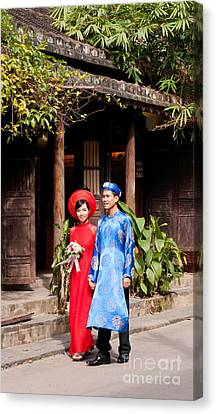 Vietnamese Wedding Couple 01 Canvas Print by Rick Piper Photography