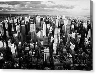 View North Towards Central Park New York City Canvas Print by Joe Fox