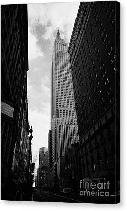 View Of The Empire State Building From West 34th Street And Broadway Junction New York City Canvas Print by Joe Fox