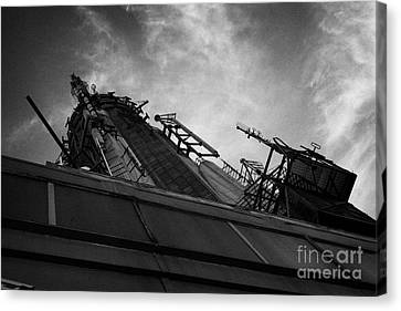 View Of The Top Of The Empire State Building Radio Mast New York City Canvas Print by Joe Fox