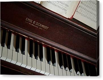 Vintage Piano Canvas Print by Chuck De La Rosa