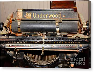 Vintage Underwood Typewriter 5d25836 Canvas Print by Wingsdomain Art and Photography