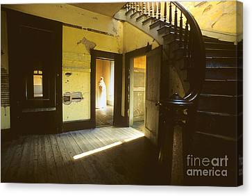 Visitor At The Meade Hotel Canvas Print by Bob Christopher
