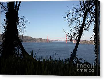 Vista To The San Francisco Golden Gate Bridge - 5d20983 Canvas Print by Wingsdomain Art and Photography