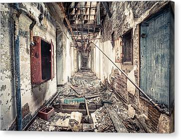 Walk Of Death - Abandoned Asylum Canvas Print by Gary Heller
