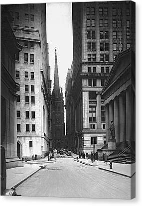 Wall Street To Trinity Church Canvas Print by Underwood Archives