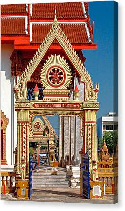 Wat Liab Ubosot Gateway Dthu039 Canvas Print by Gerry Gantt