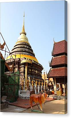 Wat Phra That Lampang Luang - Lampang Thailand - 01135 Canvas Print by DC Photographer