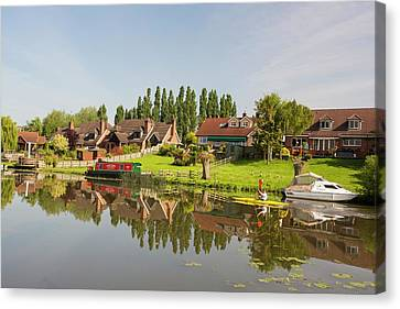 Water Front Houses In Barrow Upon Soar Canvas Print