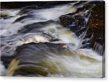 Water In Motion - 31 Canvas Print