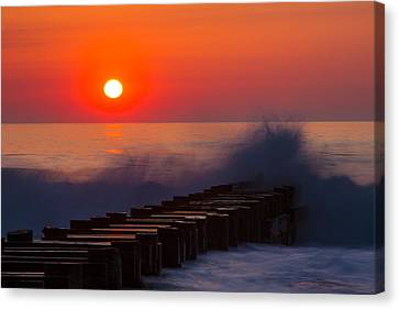 Breaking Wave At Sunrise Canvas Print