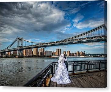 Wedding Photos At The Manhattan Bridge Canvas Print