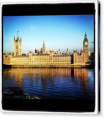 Westminster Reflections Canvas Print by Maeve O Connell