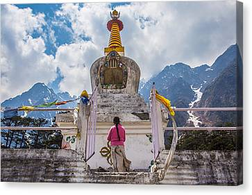 White Stupa At Yumthang Valley In Lachung North Sikkim India Canvas Print