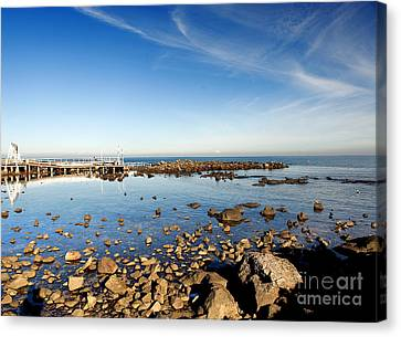 Canvas Print featuring the photograph Williamstown Beach by Yew Kwang