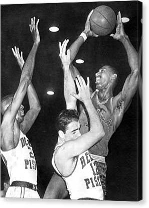 Wilt Chamberlain Shoots Canvas Print by Underwood Archives