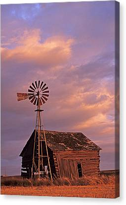 Windmill And Barn Sunset Canvas Print