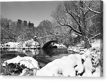 Winter At Gapstow Bridge Canvas Print