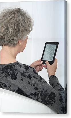 Woman Reading An Ebook Canvas Print by Lea Paterson
