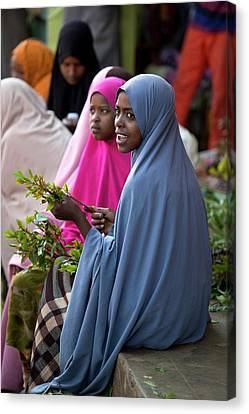 Women Selling Chat In The Harar Market Canvas Print by Tony Camacho