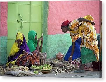 Women Traders At A Market In Harar Canvas Print by Tony Camacho