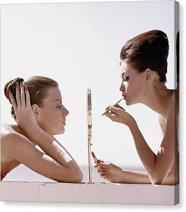 Women With A Mirror Canvas Print