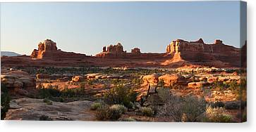 Wooden Shoe Arch In Canyonlands Np Canvas Print by Jean Clark