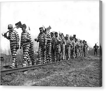 Working On The Chain Gang Canvas Print by Underwood Archives