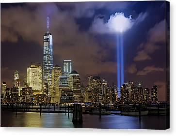 Wtc Tribute In Lights Nyc Canvas Print by Susan Candelario