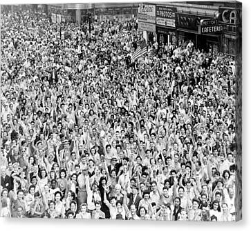 Wwii, Nyc, Times Square On V-j Day, 1945 Canvas Print by Science Source