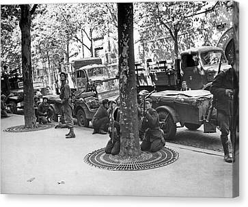 Wwii Paris Troops Canvas Print by Underwood Archives