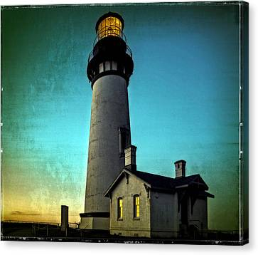 Yaquina Head Lighthouse At Sunset Canvas Print