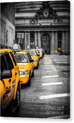 Yellow Cabs Waiting - Grand Central Terminal - Bw O Canvas Print by Hannes Cmarits