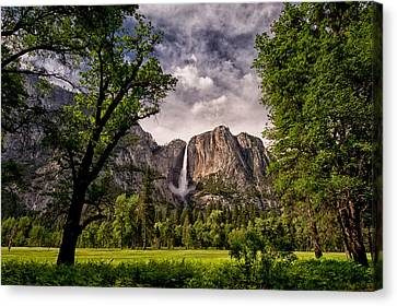 Yosemite Falls Canvas Print by Cat Connor