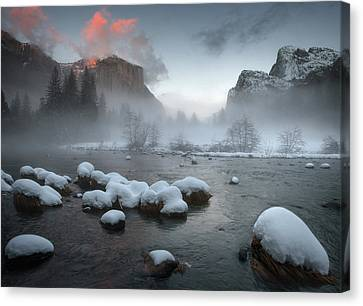 Yosemite Valley At Sunset Canvas Print