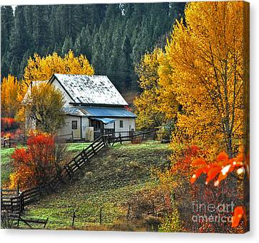 Canvas Print featuring the photograph Yourn Barn by Sam Rosen
