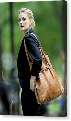 Drew Barrymore On Location For Going Canvas Print