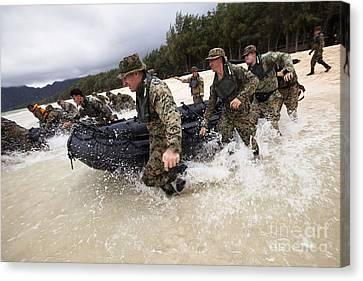 Force Reconnaissance Marines Sprint Canvas Print by Stocktrek Images