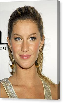Gisele Bundchen At Arrivals For Vogue Canvas Print by Everett