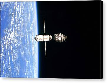 International Space Station In 1999 Canvas Print by Everett