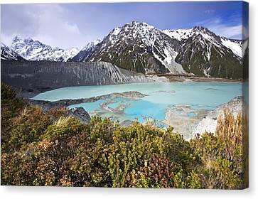 Mount Cook National Park Canvas Print by Ng Hock How