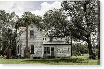Old Florida Farmhouse Canvas Print by Lynn Palmer