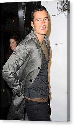 Orlando Bloom Canvas Print - Orlando Bloom At Arrivals For Burberry by Everett