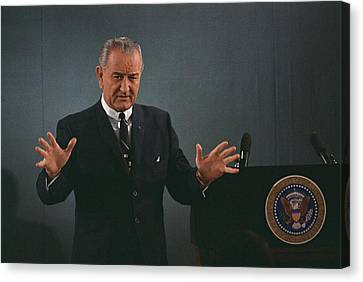 President Lyndon Johnson Speaks Canvas Print by Everett