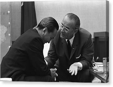 President Lyndon Johnson Talks Canvas Print by Everett